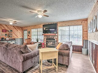 NEW! 'Sue's Camp' w/ Caddo Lake Access & Dock!