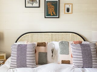 'Fifteen off the Green'- 1 Bedroom Cotswolds Home