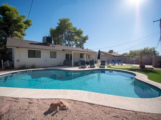 *New* Spacious & Updated, 5 min to OLD TOWN + Pool
