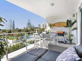 MadeComfy Stylish Apartment with Beachside Views