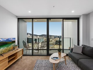 MadeComfy Modern 2-Bed Canberra City Apartment