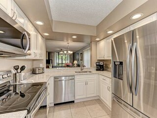 NEW TO MARKET WIFI, Community Pools, Close to Beaches, Golfing, IMG 3 minutes aw