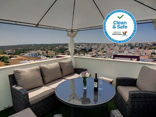 2 Bedrooms Apartment in Ferragudo, Roof Terrace with Hot Tub, BBQ and View
