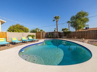 Brand New, Close to Old Town, w/ HEATED Pool & Putting Green!