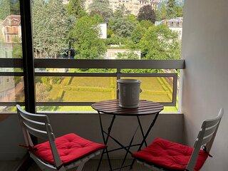 Studio meuble 28m2 renove 07/21 Durieux III centre Aix les bains, parking prive