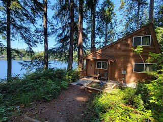 Charming private lake house with private dock (242)