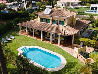Family Friendly Villa Aroeira Golf Resort perto de Cidades oferece belas Praias