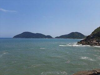 Vista Mar Astúrias Pitangueiras Enseada - 4 suítes com ar-condicionado e piscina