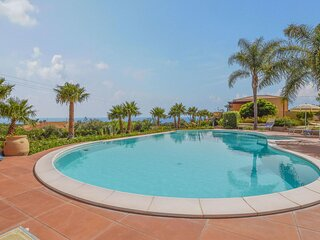 Beautiful home in Scicli with Indoor swimming pool and 2 Bedrooms (ISR414)