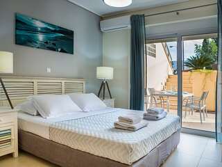 Apartment Lilly, 10 meters from the sea shore, with a communal pool, ideal for 4