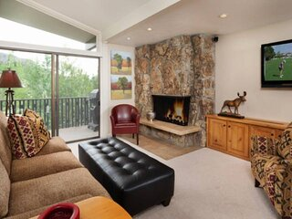 Lichenhearth Condo Ski-In/Out Snowmass. Outdoor Pool, Hot Tub, Wood FP, Covered
