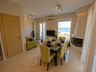 Lemoni Luxury Residence in front of the sea