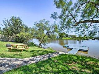 Waterfront Granbury Lake Retreat w/ Deck & Dock!