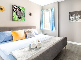 Stunning 1BR - King Bed Apartment - PRIME Location!