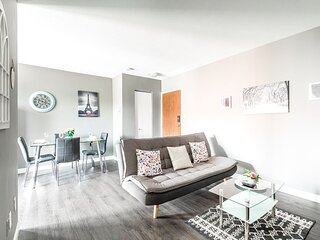 Stunning 2BR - King Bed Apartment - PRIME Location!