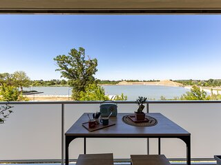 Studio neuf avec balcon, vue sur le Lac, 5 mn du Parc Spirou, Parking, Wifi