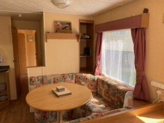 Delightful, cosy 3-bedroom static caravan with fireplace & bbq