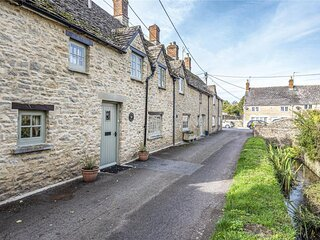 Spacious 3 Bedroom Stone Cottage in Cotswolds riverside market town
