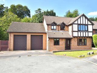 The Glade, a gorgeous sought-after detached house and holiday home!