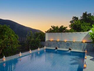 Charming 4-Bed Home, Benamahoma - pool, fireplaces