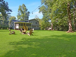 NEW! Picturesque Peach State Pad w/ Screened Porch