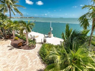 ENDLESS SUMMER COTTAGE - Your Tropical Island Escape, Open Water Views, Amazing