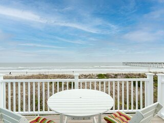 Beautifully remodeled large home a few blocks north of Johnny Mercer's Pier!!