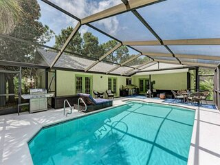 NEW TO MARKET- Private Pool, WIFI, Grill, and Centrally Located to Sarasota or B