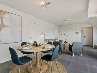 Stylish renovated apt with 2 terraces and free parking in old center of Knokke