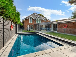 Luxury Holiday Rental in Hamble with swimming pool, hot tub, and cinema room