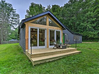 NEW! Modern Monticello Home w/ Hot Tub on 17 Acres
