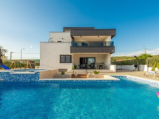 Awesome home in Posedarje with Outdoor swimming pool, WiFi and 5 Bedrooms (CDA72