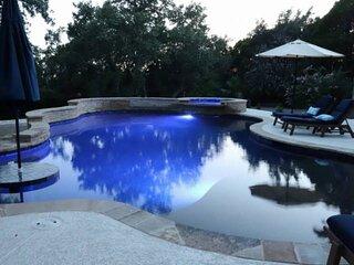 CasaAzul: 2 Master Suites, Wrap-around Porch, Sun Room, Privatge Pool, Outdoor K