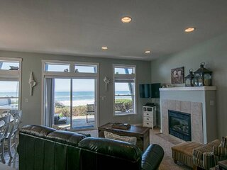 Expansive Ocean Views From Home and Hot Tub, Pet Friendly, Private Deck, Firepla