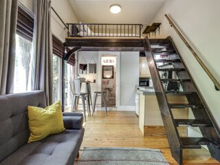 Cannon 403 . Modern Downtown Loft Suite