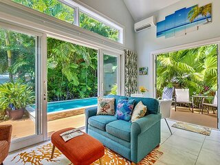 Serenity A Romantic Cottage in Bahama Village w/ a Shared pool