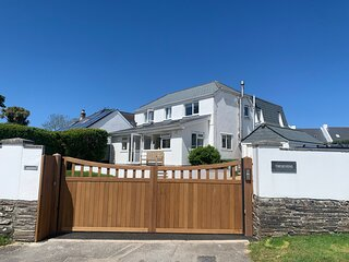 Tresevens Spacious 5 Bedrooms Sleeps 10 Private Parking