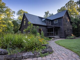 NEW Peaceful Retreat - Centrally Located - Abuts New River Gorge National Park