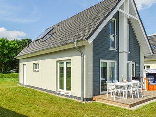 Awesome home in Busum  Nordsee Ressort with Sauna, WiFi and 3 Bedrooms (DSH037)