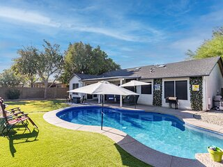 Fun Remodeled Heated Pool, Game Rm, Outdoor TV, Firepit at the Cardinals Stadium