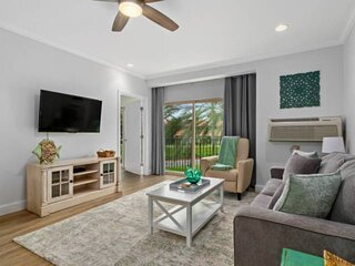 Just Listed - Fresh, Free Wifi and Parking 617