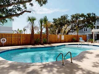 Premium New Townhome, Pool, Elevator, Great for the Entire Family, 3 Owner Suite