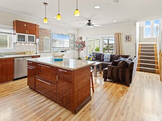 ❤️The Top End Townhomes with Stunning Views On One-Of-A-Kind Rooftop Deck! WOW!❤️