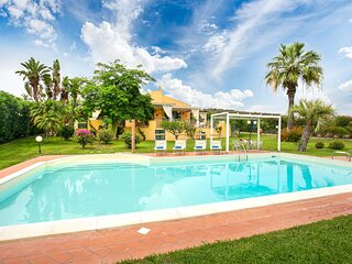 Awesome home in Scicli with Outdoor swimming pool, WiFi and 5 Bedrooms (ISR370)