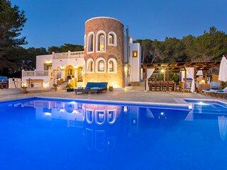 Villa in San Rafael with infinity pool, sleeps 12/14 - Can Senora