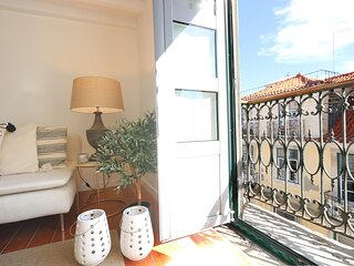 Chic Urban Home Office at Rossio with Sunny Balcony (LxCor5)