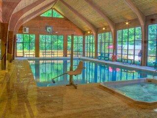 Great Amenities! 1 Spacious 1 Bedroom Standard Unit, Cycling, Skiing, Kayaking