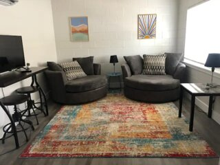 Charming 1 Bedroom Close to Midtown