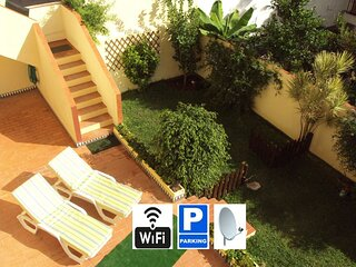 Apartamento cerca de la playa, con WIFI, amplia terraza, jardin privado y garaje