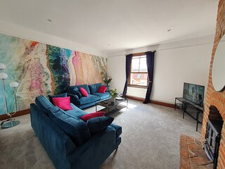 Stylish City Centre Apartment on the Kings Mile